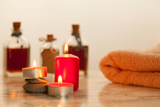 aceites de baño y toalla - foto de stock