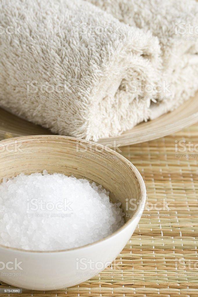 Sels de bain et des serviettes photo libre de droits