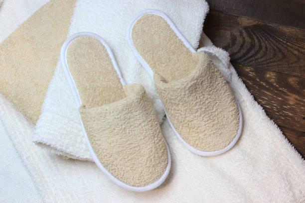 bad hausschuhe und bademantel - sauna textilien stock-fotos und bilder