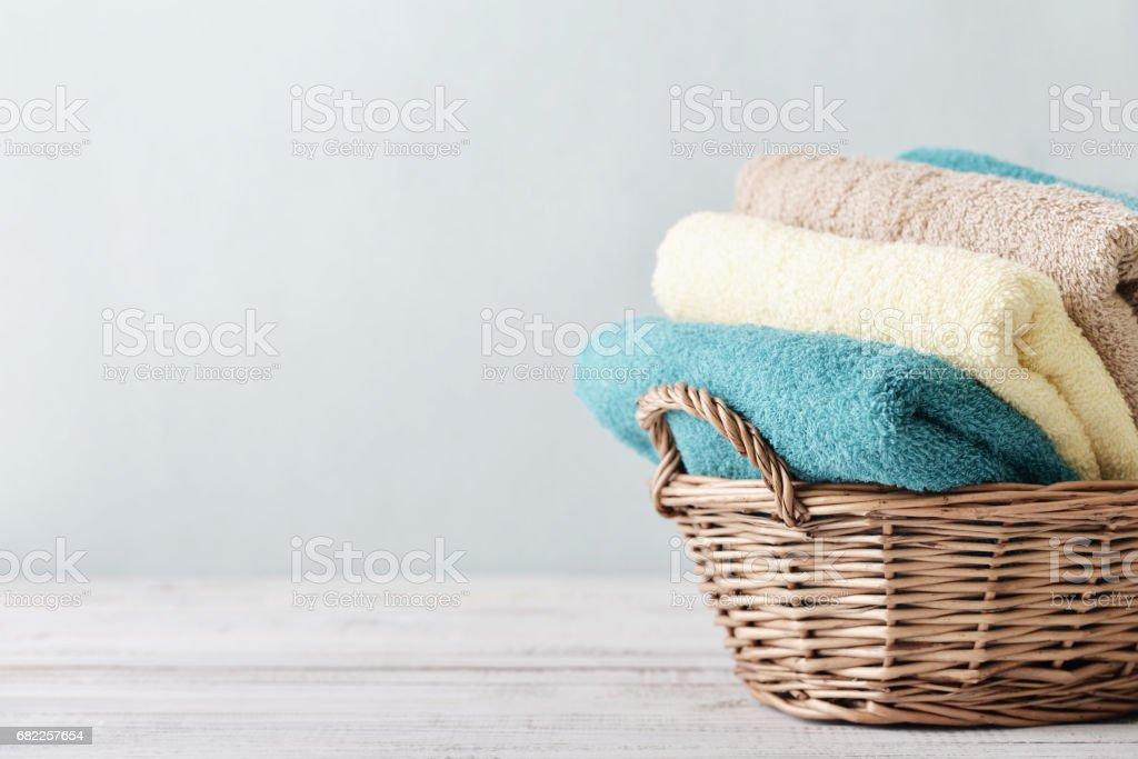 Bath towels in wicker basket – Foto