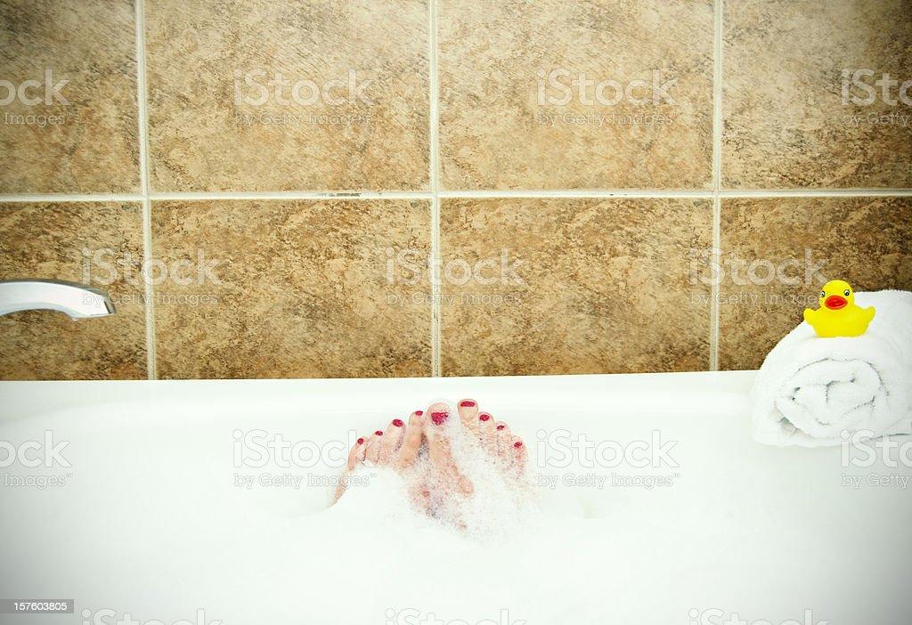 Vasca da bagno con piedini e Paperella di gomma - foto stock
