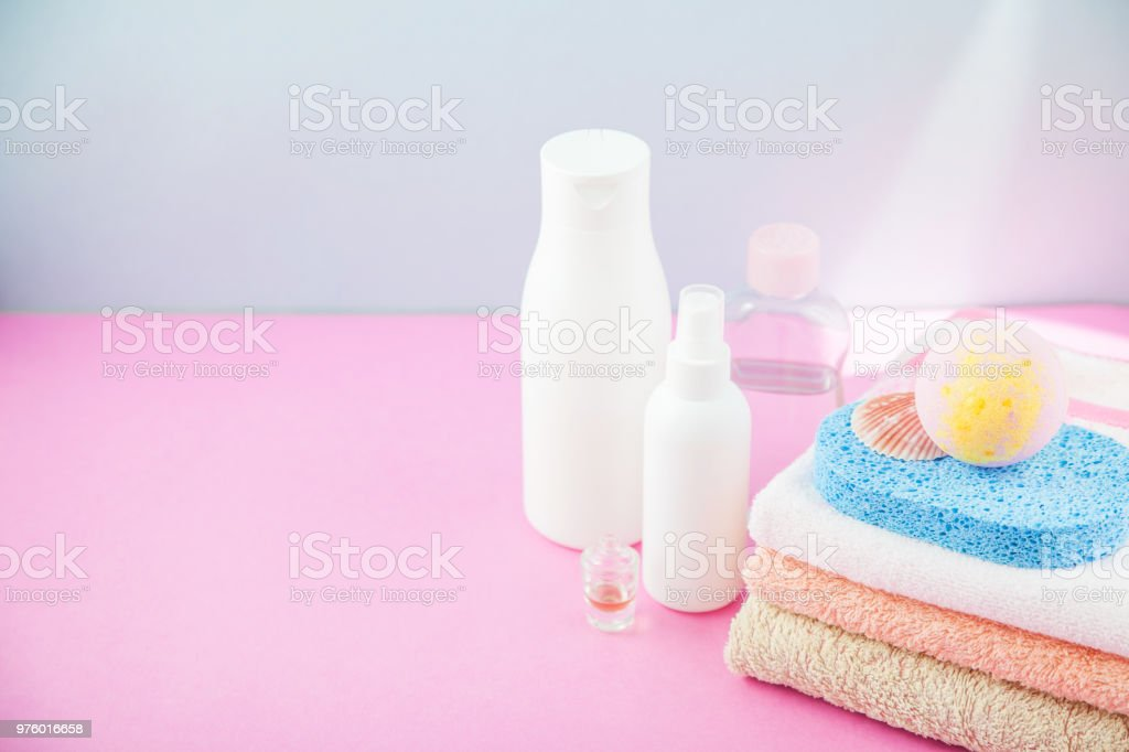 Badaccessoires Handtücher Und Shampoo Schaumbad Creme Auf ...
