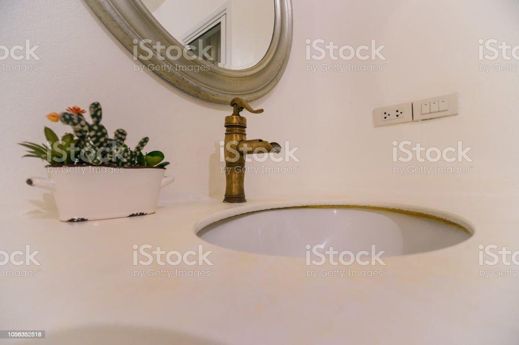 Bad Und Messing Wasserhahn Becken Vintagestil Können ...