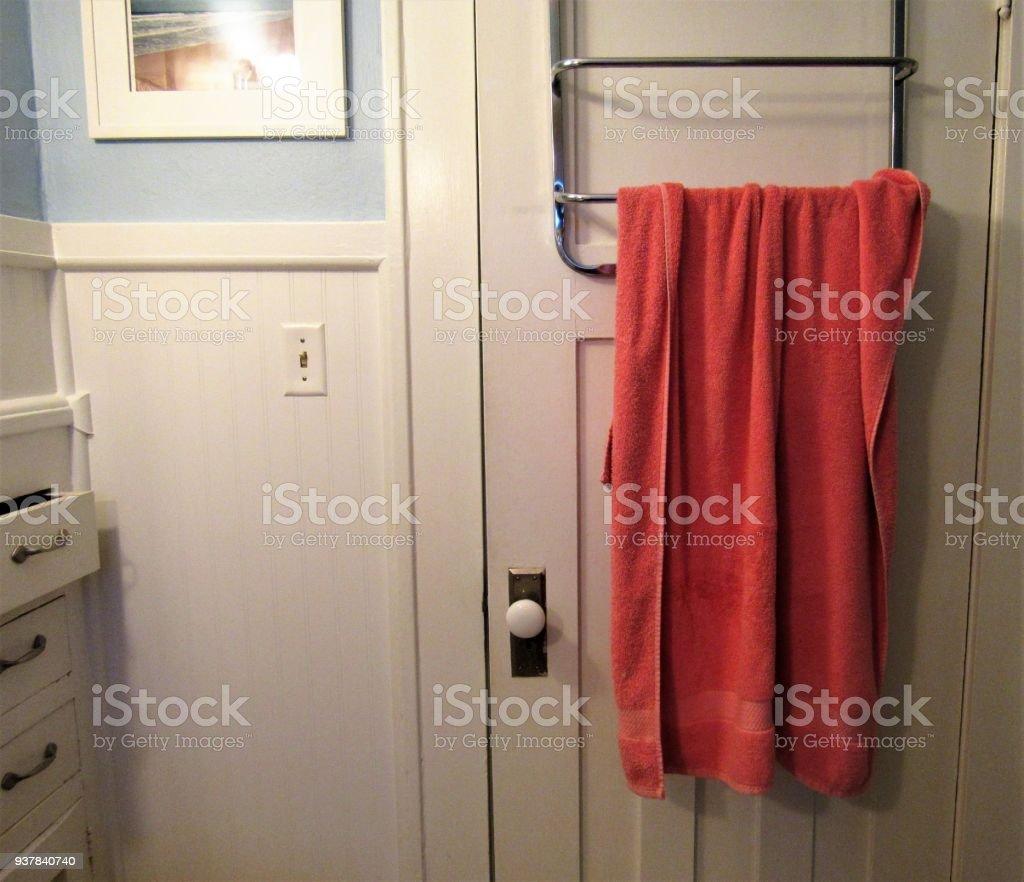 Porte Serviette À Suspendre photo libre de droit de porte des toilettes avec suspension