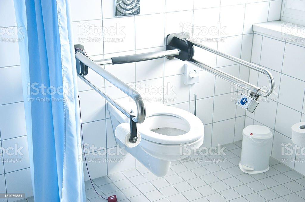 Badezimmer für behinderte Menschen im Rollstuhl Rollstullfahrer – Foto
