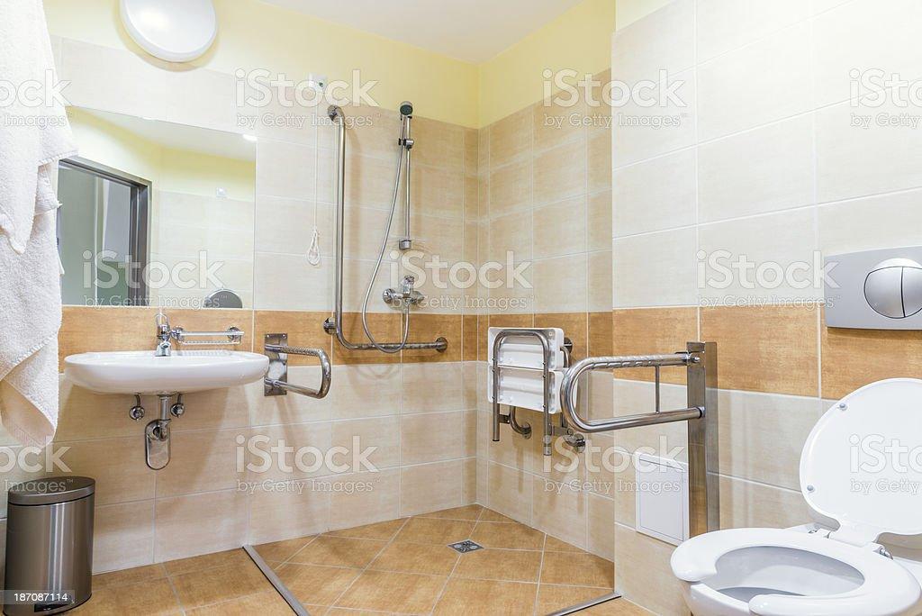 Badezimmer für Menschen mit Behinderungen – Foto
