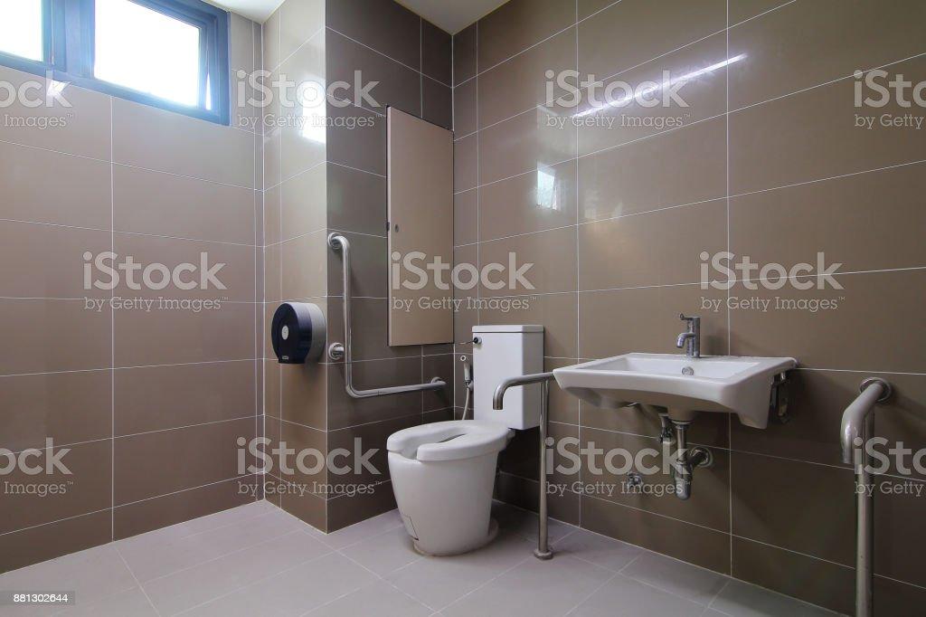 Badezimmer für ältere Menschen und Menschen mit Behinderungen wurde neu gebaut und wurde nicht genutzt. – Foto