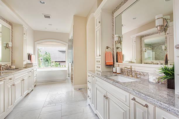 badezimmer in luxus wie zu hause - wohnschrank stock-fotos und bilder