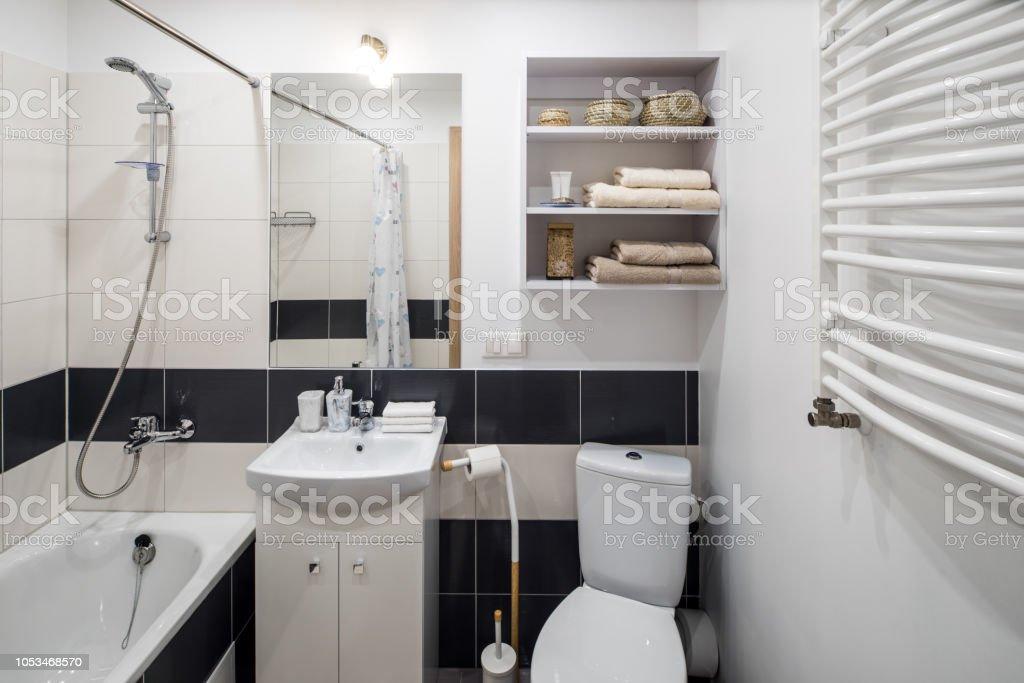 Cuarto De Baño En Modernos Apartamentos Elegantes Foto de ...