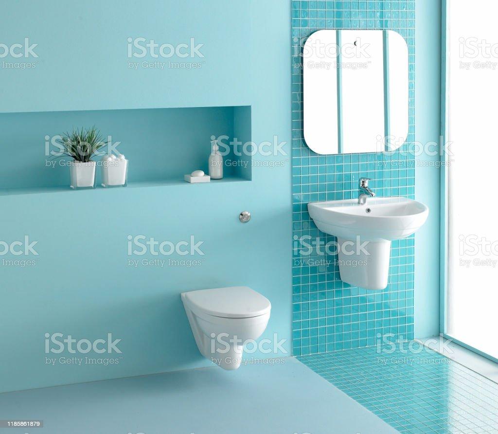 Photo Libre De Droit De Salle De Bains En Bleu Turquoise Banque D Images Et Plus D Images Libres De Droit De A La Mode Istock