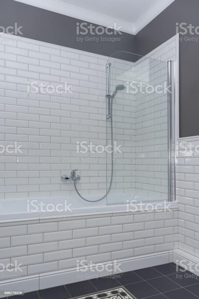 Badezimmer Interieur Nahaufnahme Die Wände Sind Bemalt Grau ...