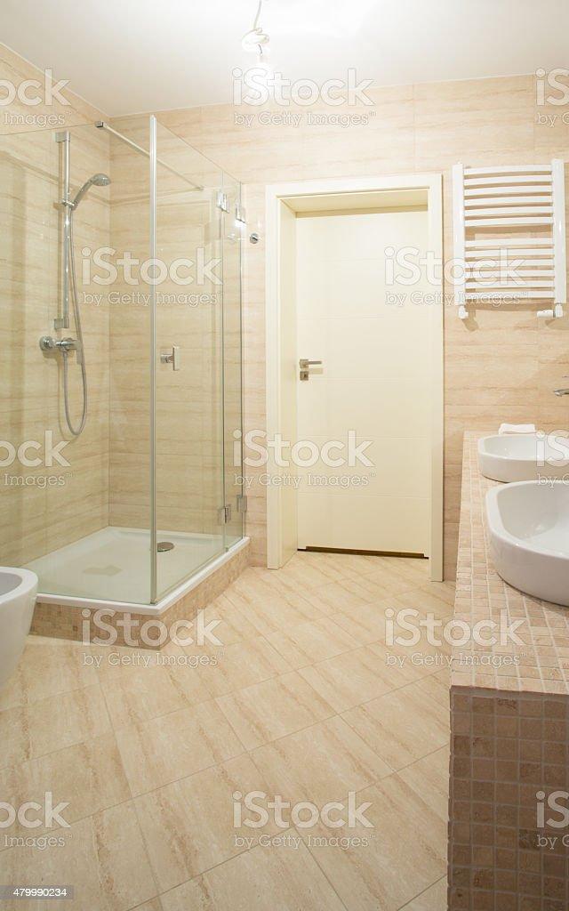 Badezimmer Interieur In Beige Design Lizenzfreies Stock Foto