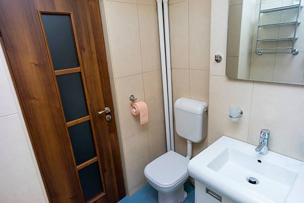 badezimmer innen  - badmöbel gäste wc stock-fotos und bilder