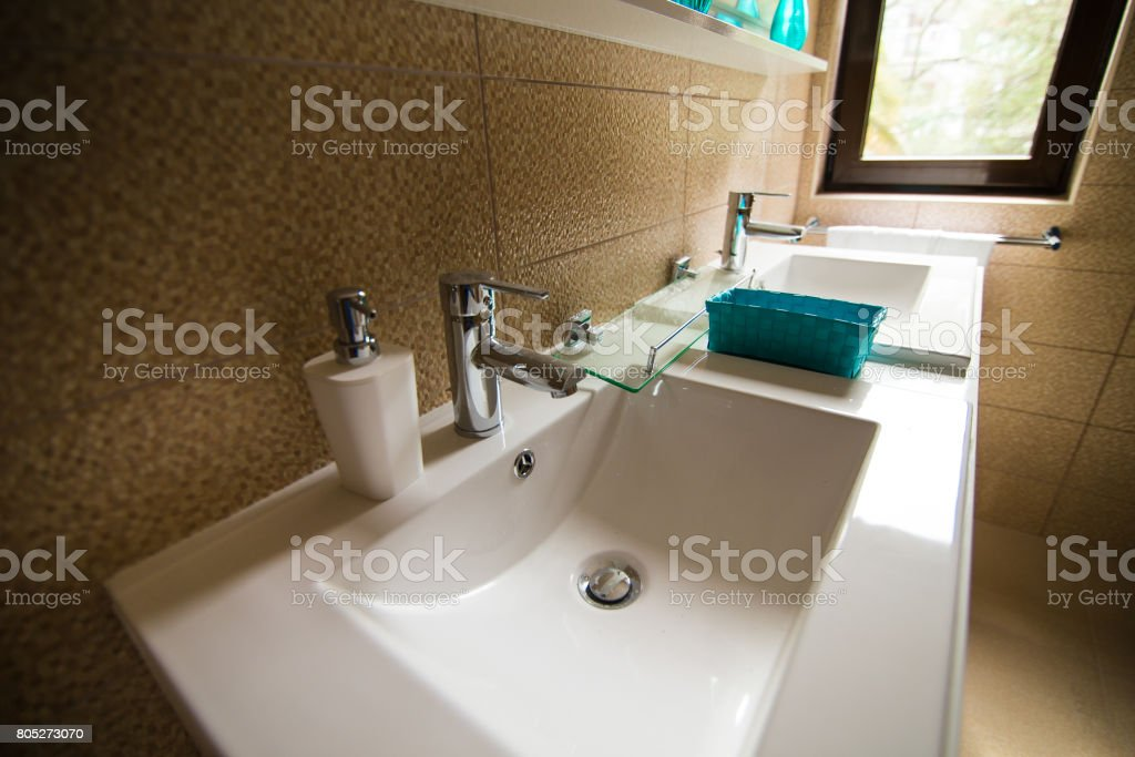 Badezimmer Interieur Waschbecken Bidet Wc Grosser Spiegel Die Wande