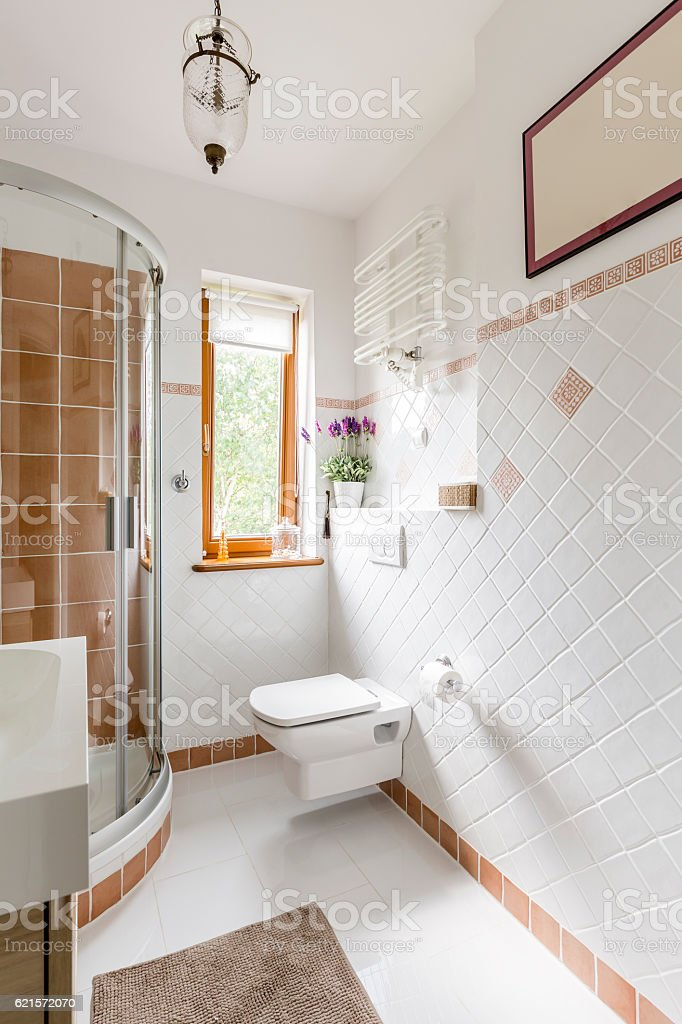 Bathroom interior with white tiles photo libre de droits