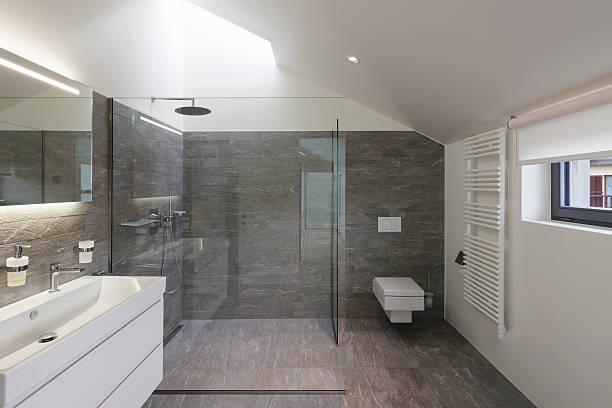 badezimmer eines modernen hauses - dusche stock-fotos und bilder