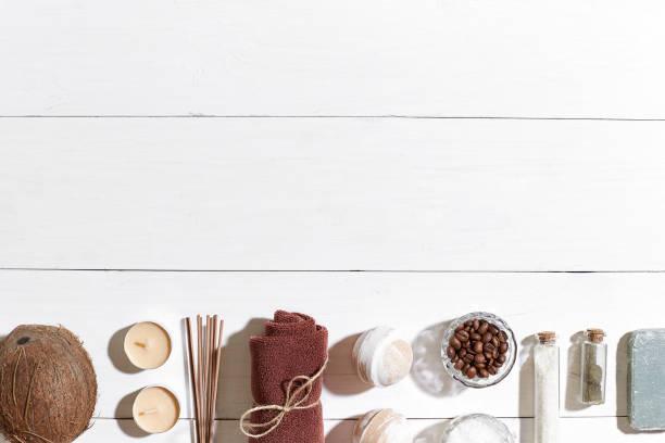 bad oder spa auf weißem hintergrund draufsicht mock-up gesetzt - makeup selbst gemacht stock-fotos und bilder