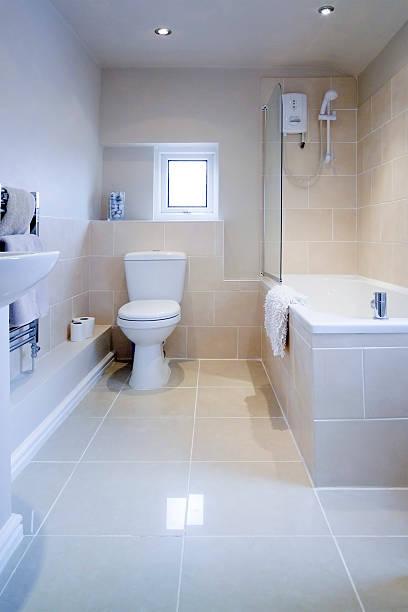 - badezimmer - bad renovieren kosten stock-fotos und bilder
