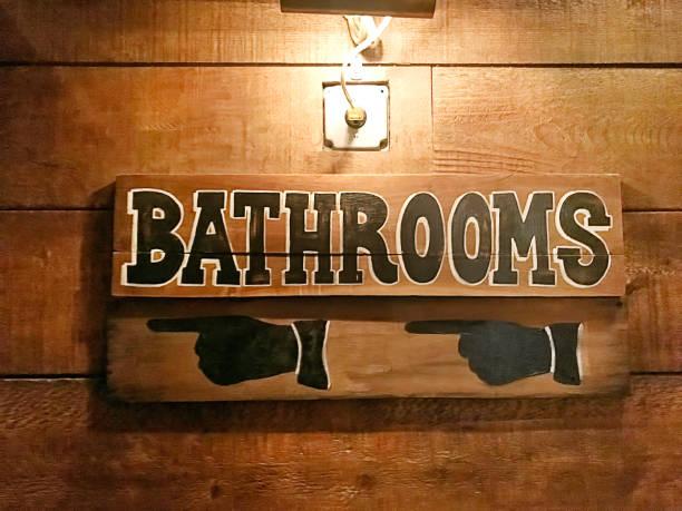 badezimmer-zeichen - badezimmer new york style stock-fotos und bilder