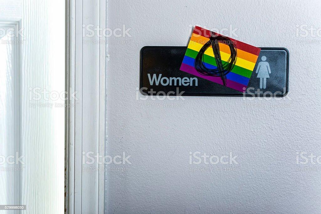 Salle de bains avec un panneau Anti-données placé sur le drapeau - Photo