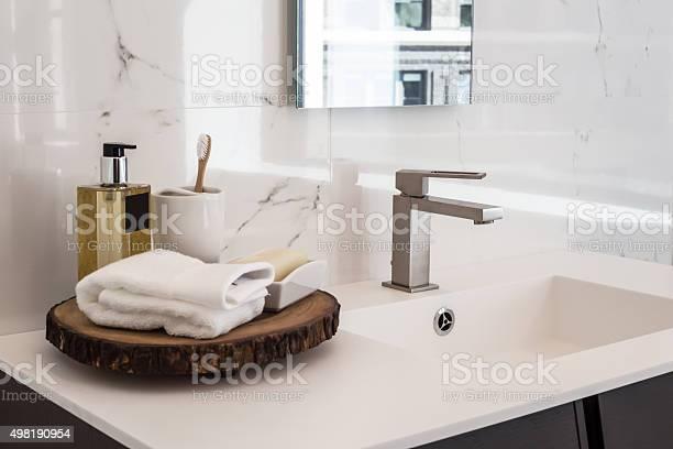 Bathroom sink picture id498190954?b=1&k=6&m=498190954&s=612x612&h=zg nxxpwzacty7afdlra8w 7s1gxlp0mrzfjuj1gjvs=