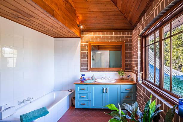 interno di casa bagno - bacinella metallica foto e immagini stock