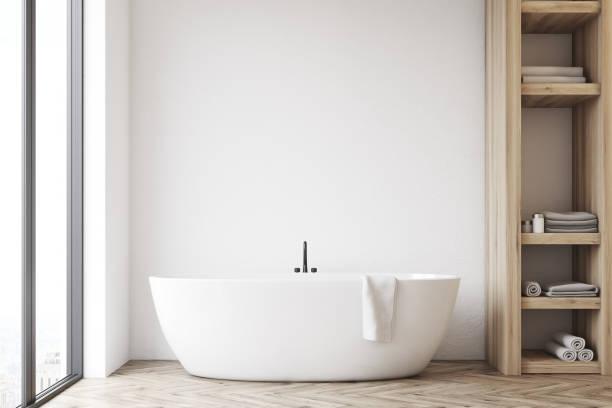 badezimmer mit schrank und weiße wand - badezimmer wand stock-fotos und bilder