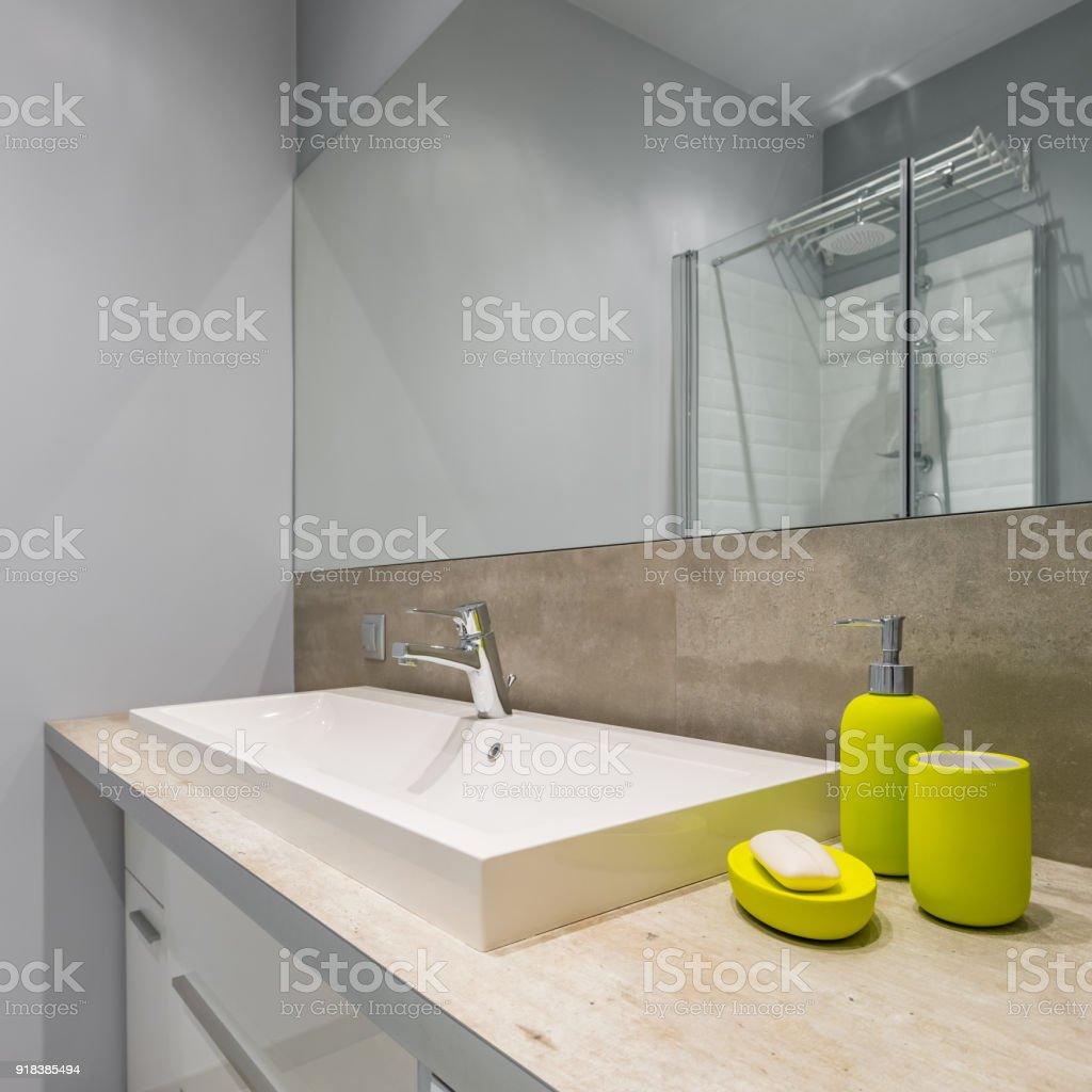 Badezimmer Mit Arbeitsplatte Waschbecken Stockfoto und mehr Bilder von  Accessoires