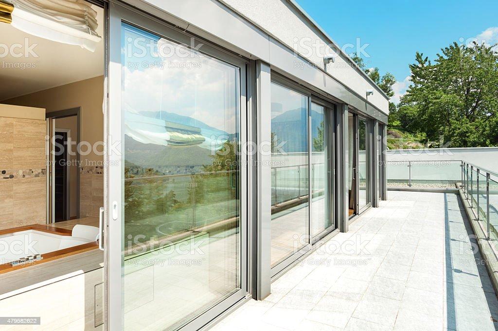 Badezimmer Mit Whirlpool Auf Der Terrasse Stockfoto Istock