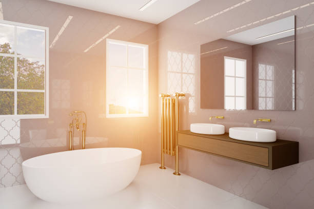 Banheiro com grandes janelas e telhas roxas decorativas. Encanamento dourado.. Sunset. rendição 3D - foto de acervo