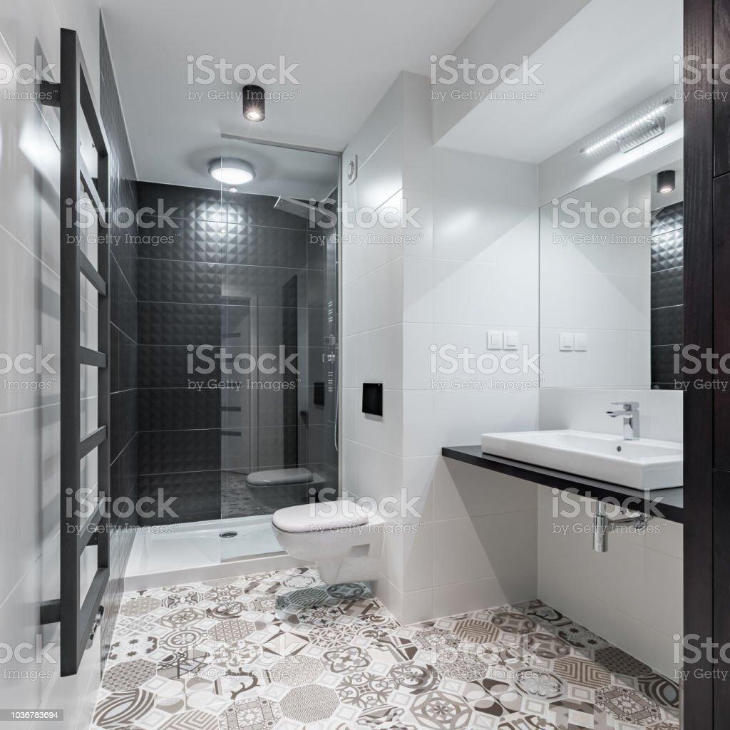 Salle De Bain Motif photo libre de droit de salle de bain avec motif carreaux