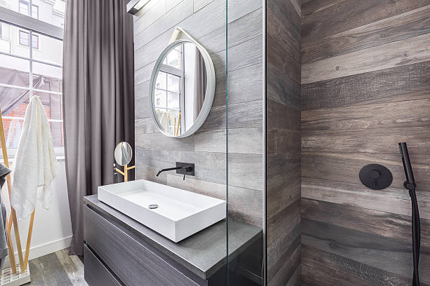 Bathroom with shower and basin - foto de acervo