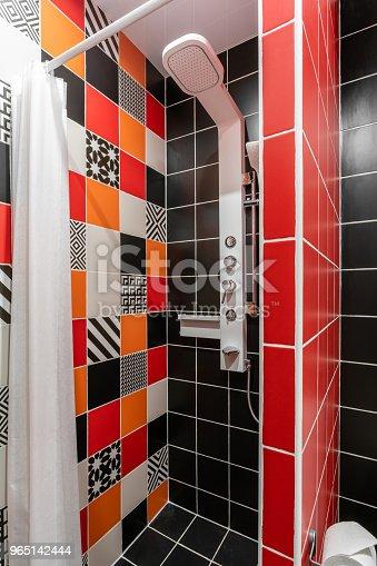 Bathroom With Shower Toilet Bowl And Sink Hotel Standart Bedroom Simple And Stylish Interior Interior Lighting - Stockowe zdjęcia i więcej obrazów Architektura