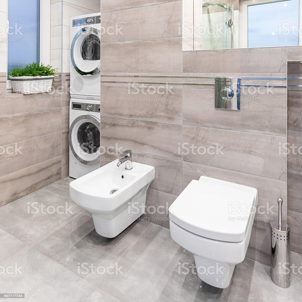 Photo de stock de Salle De Bains Avec Toilettes Et Bidet images ...