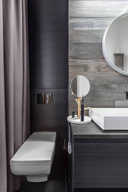 bathroom with wall mounted toilet - badezimmermöbel holz stock-fotos und bilder