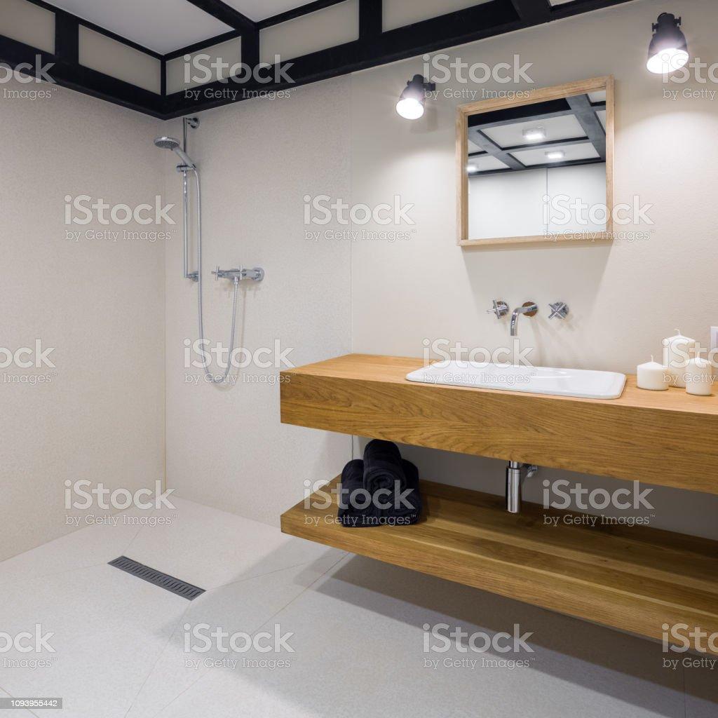 Badezimmer Mit Holz Arbeitsplatte Stockfoto und mehr Bilder von Anrichte