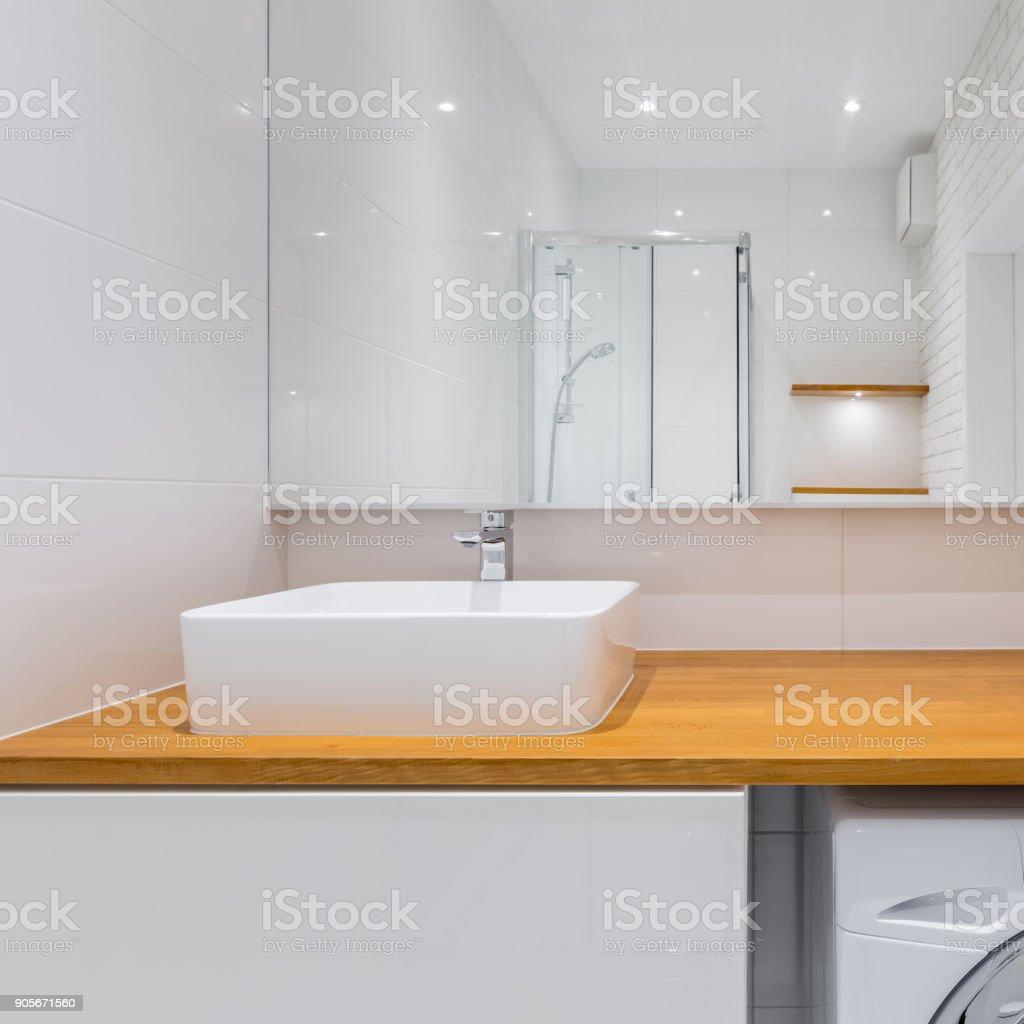 Badezimmer Mit Holz Arbeitsplatte Stockfoto und mehr Bilder von Architektur