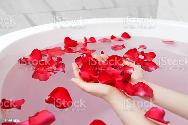 Bathtub with rose petals picture id164661836?b=1&k=6&m=164661836&s=612x612&h=iqj8gdpzwfy76zal4uz07f1 j4icndi1wsnzuucetgu=