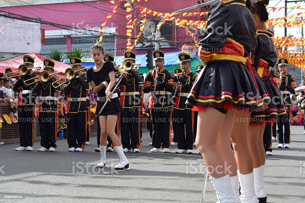 baton tossing up of majorette baton twirling exhibition - foto de stock