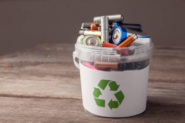 Batterie-Papierkorb – Foto