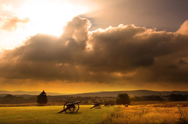 Battlefield Sunrise Sunrise silhouette of monument and cannon at Antietam Battlefield at Sharpsburg, Maryland, USA. battlefield stock pictures, royalty-free photos & images