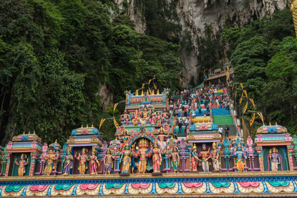 Batu Caves Lord Murugan in Kuala Lumpur Batu Caves is a limestone hill which is made up of a series of caves and also cave temples and is one of the most renowned Hinde shrines located outside of India which is dedicated to the Lord Murugan, batu caves stock pictures, royalty-free photos & images