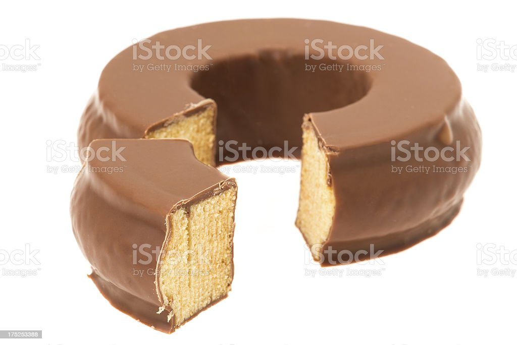 Baumkuchen oder deutschen Schichttorte beschichtetes in Schokoladenbraun – Foto