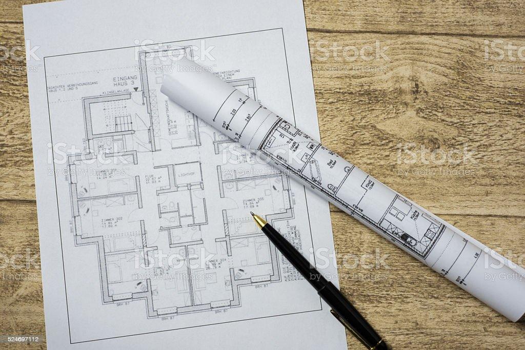 Baupläne auf Architektenschreibtisch stock photo
