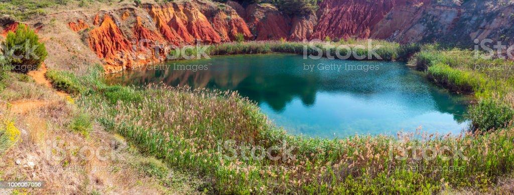 Bauxite Lake Cave près d'Otranto, Italie - Photo