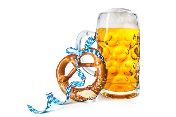 bavarian beer mug with pretzel - 椒鹽蝴蝶圈 個照片及圖片檔