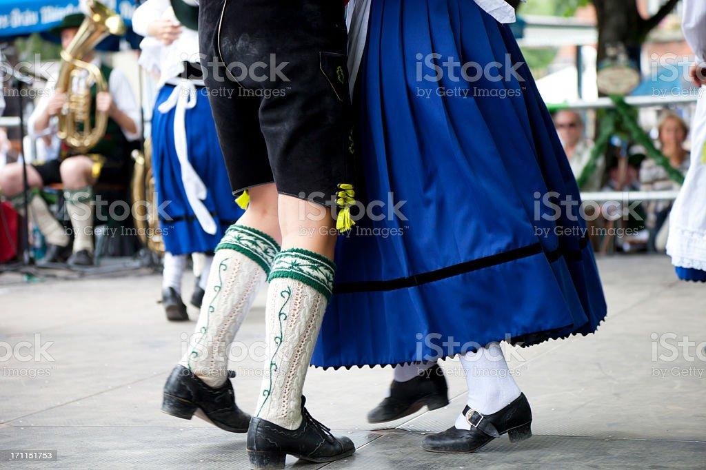 Bayerische paar Tanzen beim oktoberfest – Foto