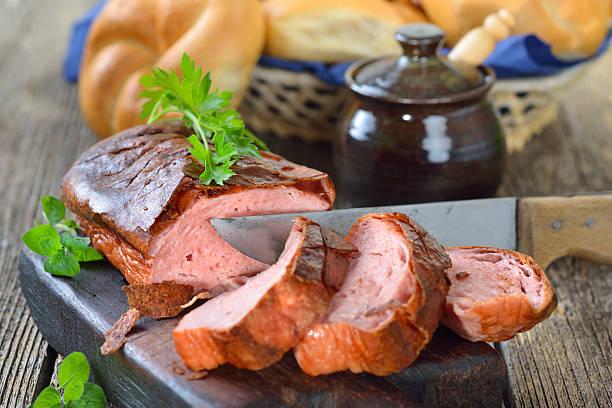 bayerische meat loaf - hackfleischbraten stock-fotos und bilder