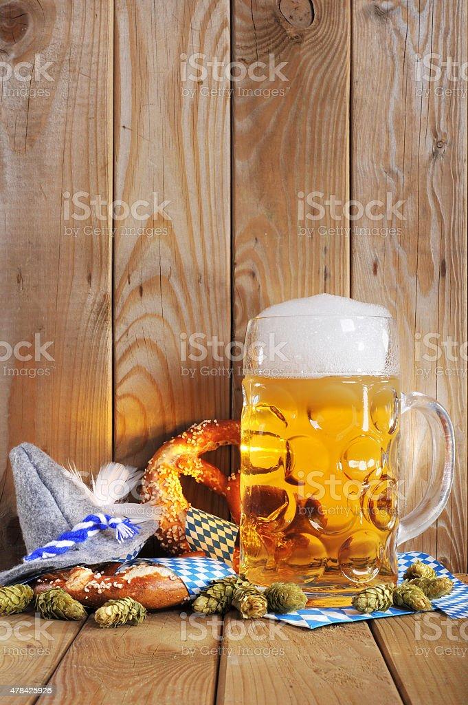 Bayerische Brezeln mit Bier – Foto