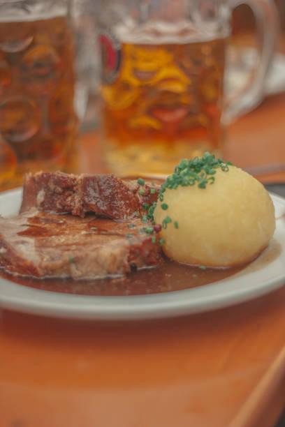 bavarian traditional food at oktoberfest munich - monica pirozzi foto e immagini stock